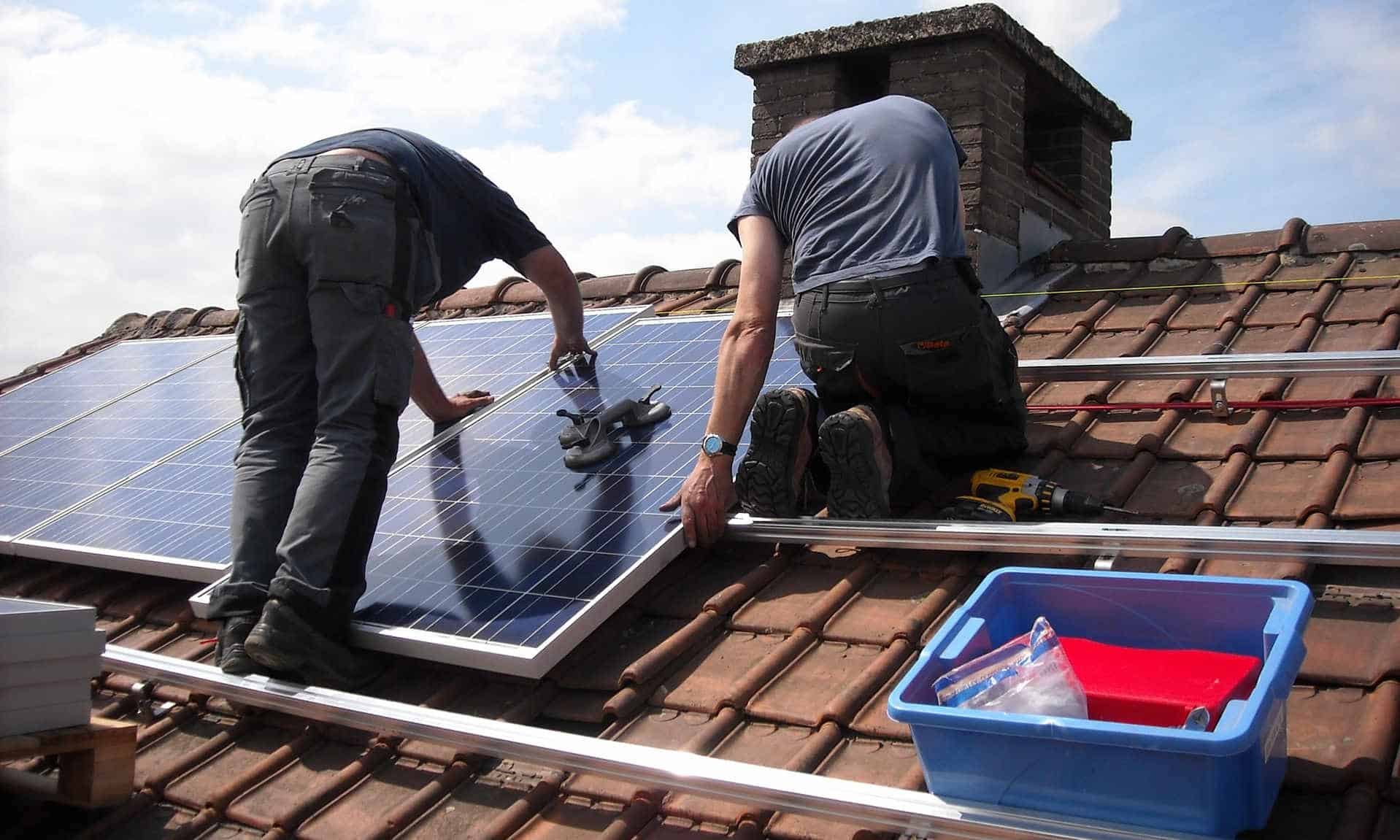 How to Remove Solar Panels from Roofs?