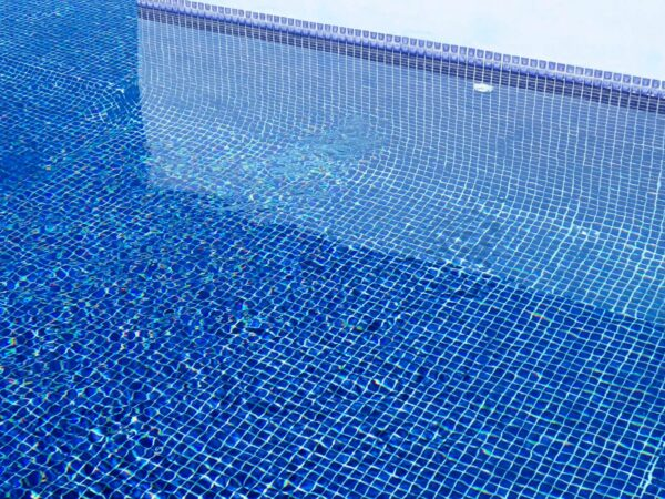 What Types of Tiles to Use in Swimming Pools?